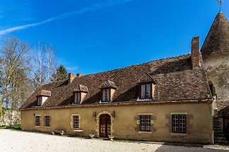 Schönes Schloss in Le Veurdre mit privatem...