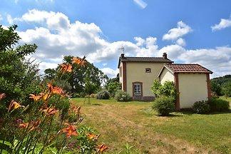Modernes Ferienhaus in Crux-la-Ville in der N...