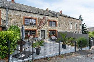 Geräumiges Ferienhaus mit Kamin in Doische,...