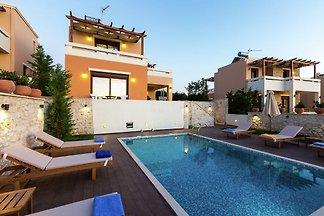 Moderne Villa mit eigenem Pool in Arkadi
