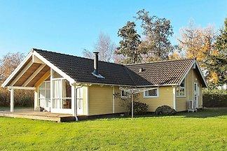 Gemütliches Ferienhaus in Bogø By mit Sauna