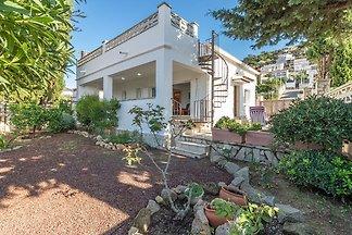 Modernes Ferienhaus mit eigener Terrasse in R...