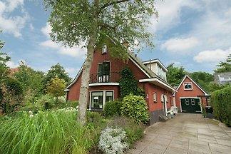 Luxuriöses Ferienhaus mit Terrasse in Bergen