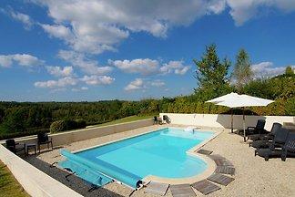 Luxuriöse Villa in Rouzède mit privatem Pool