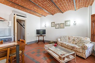 Secluded Apartment in San Miniato with Swimmi...