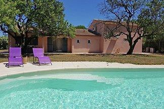 Kinderfreundliche Villa: eigener Pool und umz...