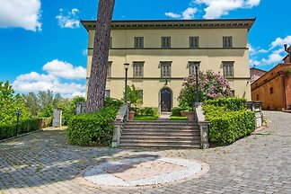 Valley-view Apartment in San Miniato with Swi...