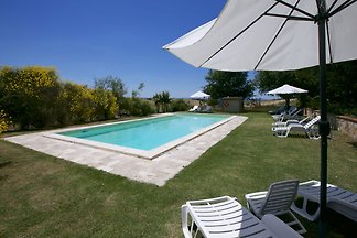 Lovely farmhouse in Tuscany with panoramic...