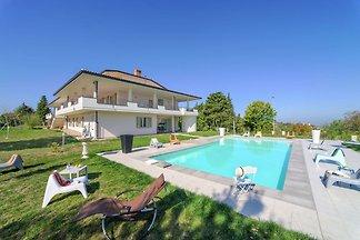 Geräumige Villa in Tavullia mit eigenem...