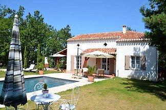 Schönes Ferienhaus in Montaigu-de-Quercy mit...