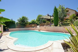 Comfortable holiday home with private swimmin...