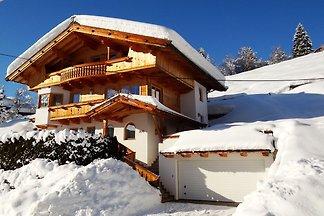 Moderne Ferienwohnung mit Bergblick in Tirol