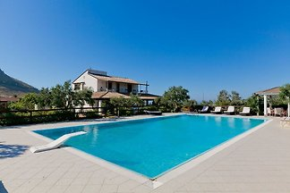 Villa with private pool and many leisure...