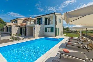 Ferienhaus mit privatem Pool in ruhiger Lage ...