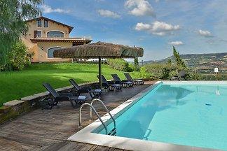 Luxuriöse Villa in Massignano mit...