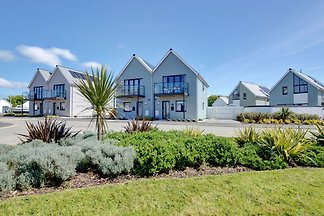 Modern Holiday Home in Westward Ho near the...