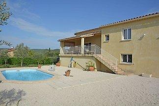 Villa mit Pool und Talblick in...