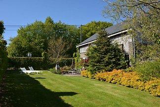 Gemütliches Cottage in Jehonville mit Sauna