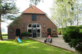 Boutique-Bauernhaus in Neede mit Terrasse