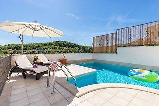 Komfortable Villa in Selca mit Pool