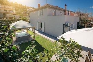 Moderne Villa Roko für 7 Personen mit Whirlpo...
