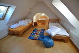 Gemütliches Ferienhaus am Waldrand in Rokytni...