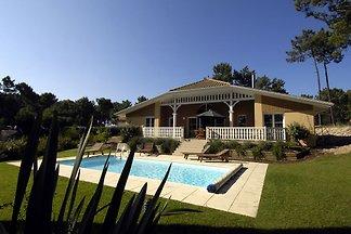 Wunderschöne Villa mit privatem Pool, 2 km vo...