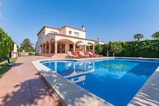 Luxuriöses Ferienhaus mit Pool in St.