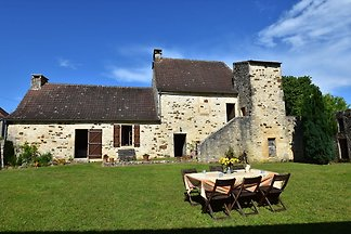 Gemütliches Ferienhaus in Montcléra mit grüne...