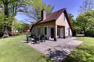 Attraktives Ferienhaus mit Garten, in der Näh...