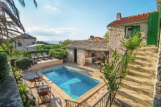 Exquisites Ferienhaus mit privatem Pool in...