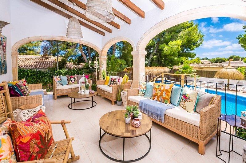 Schöne schattige Terrasse (
