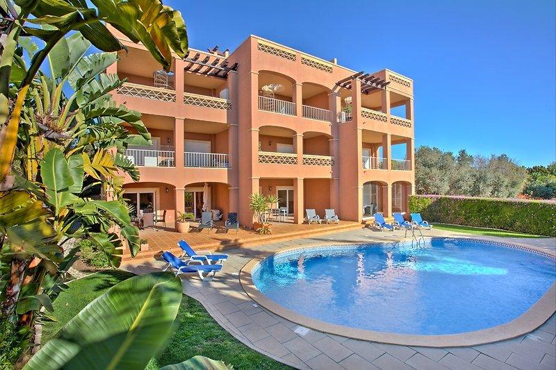 Vista Baia beach condominium