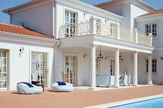 Villa Lea by HMZ Villas