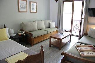 PLATANOFYLLA Family Apartment No6