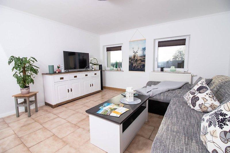 Gemütliches Wohnzimmer mit Ofen