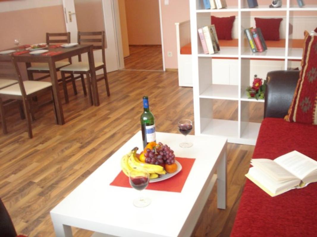 gruene oase neu parken ferienwohnung in hamburg mitte mieten. Black Bedroom Furniture Sets. Home Design Ideas