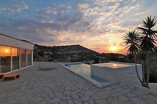 Luxury Villa Patelo with Jacuzzi
