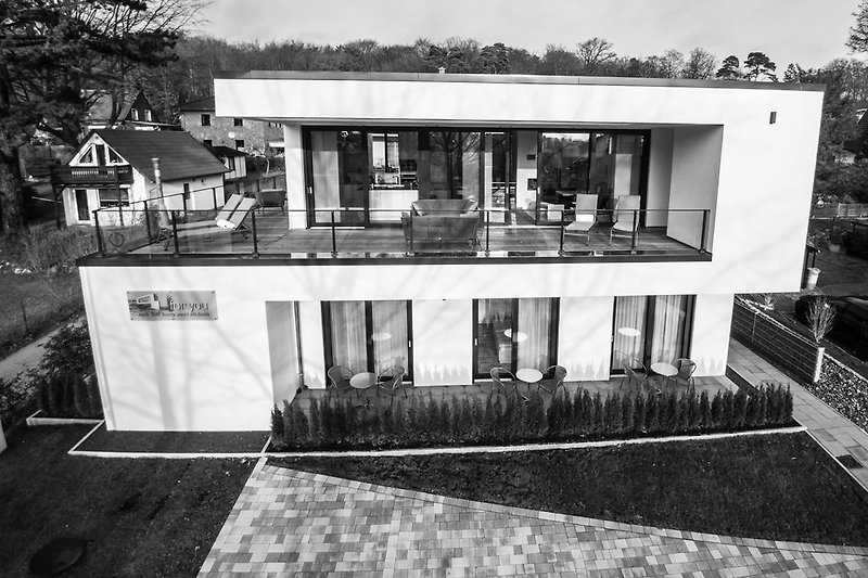 Villa 4 You Schwarz/Weiß