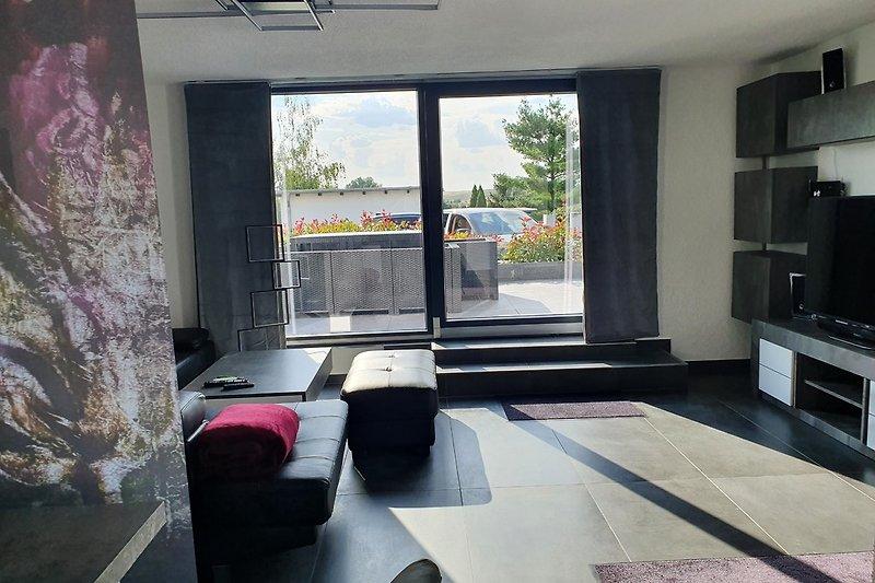 Wohnzimmer mit Terrassenblick