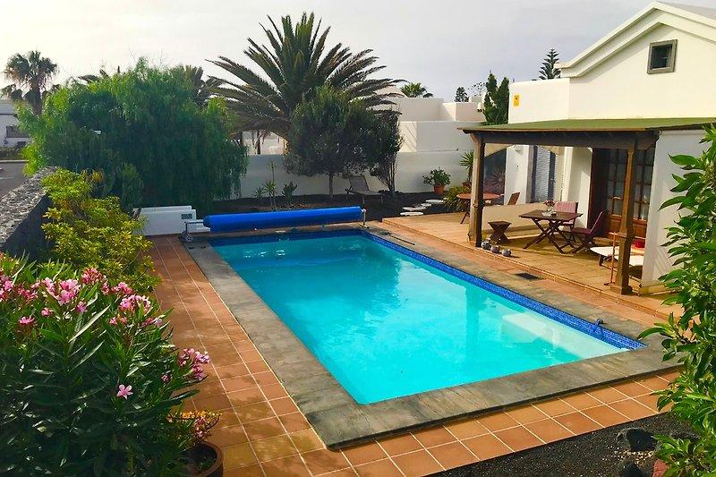 PERLA DE MAR Terrasse und Poolbereich