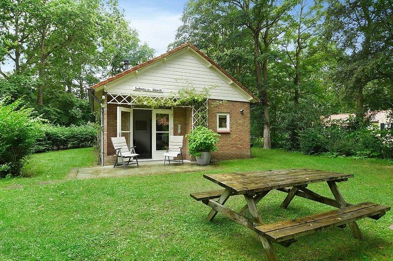Tuin en terras van Schans den Haeck