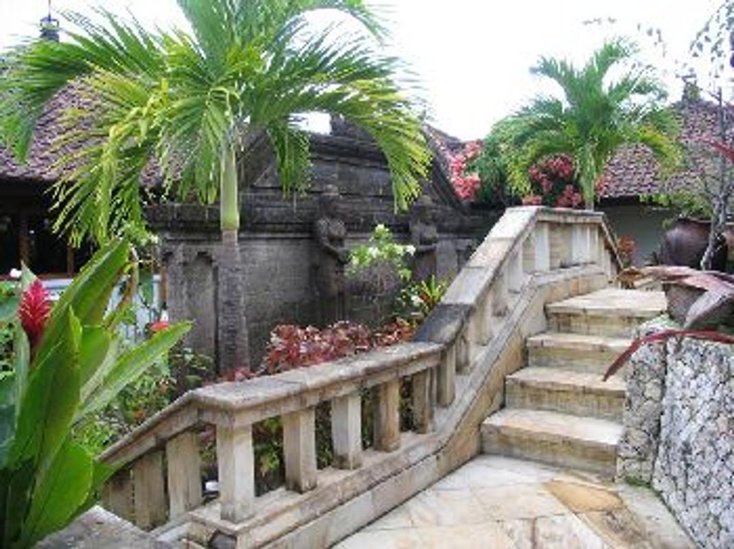 Villa damai casa de vacaciones en tanah for Casa jardin jalan damai