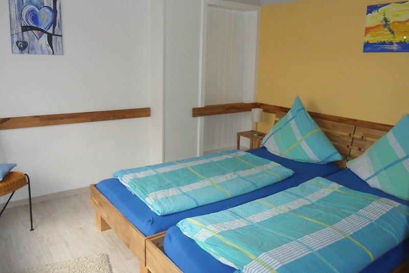 Schlafzimmmer 1 mit 2 Betten, die auch auseinander gestellt werden können.