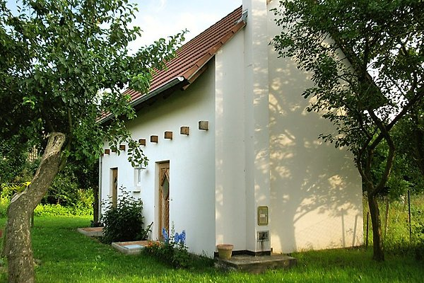 Gartenhaus mit großer Wiese und Blick auf den Peenestrom