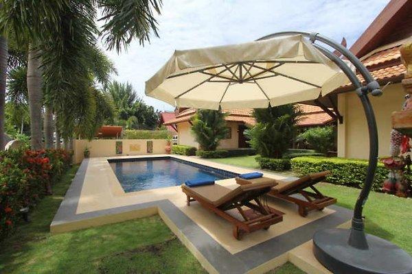 Nobby's Pool Villa   in Nai Harn - Bild 1