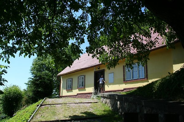 Yellow Cottage,  Gratis WiFi à Zacler - Image 1