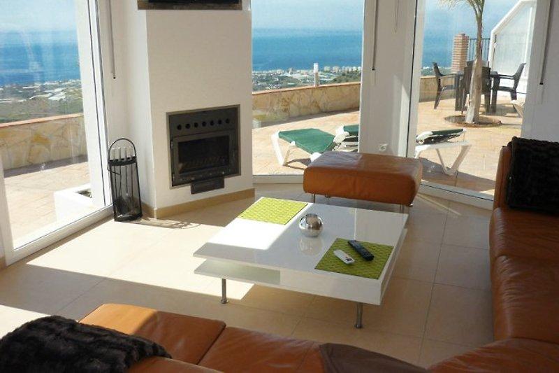Stylisches Komforthaus mit Deluxe-Ausstattung: 3D-TVs, Kamin, Musik-Raumbeschallung in allen Zimmern, Fußbodenzg., Klima