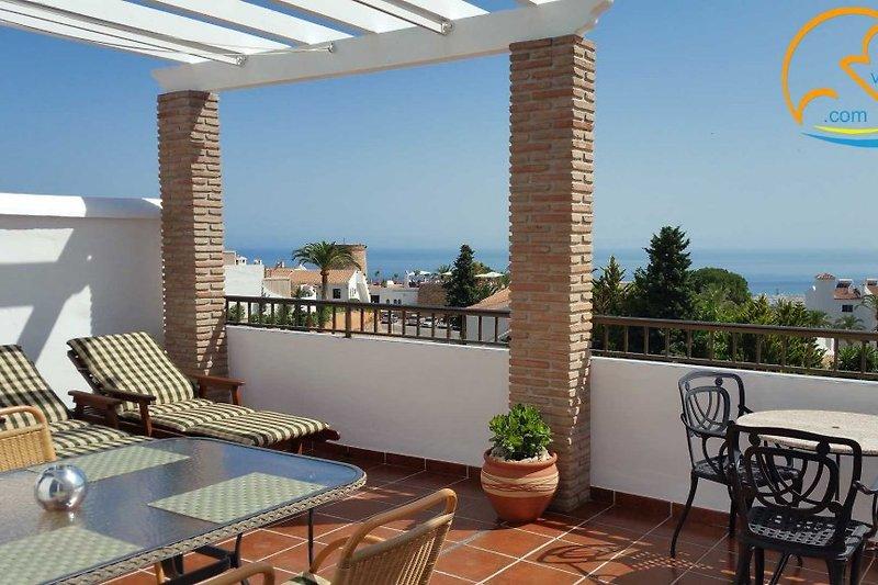 Riesige Südterrasse (28 m²) mit Panoramablick übers Mittelmeer und Markise (Pergola)