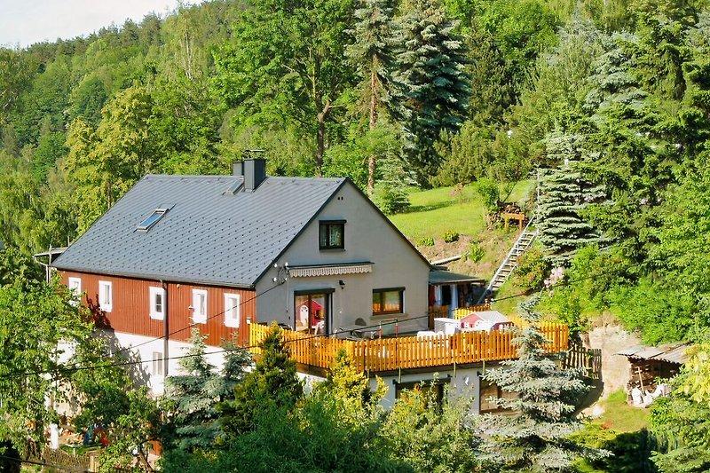 Wohnhaus mit Gästezimmer